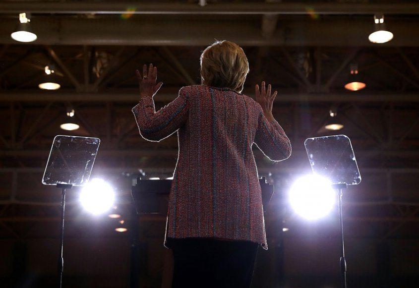 Hillary Clinton retoma la campaña tras superar una neumonía