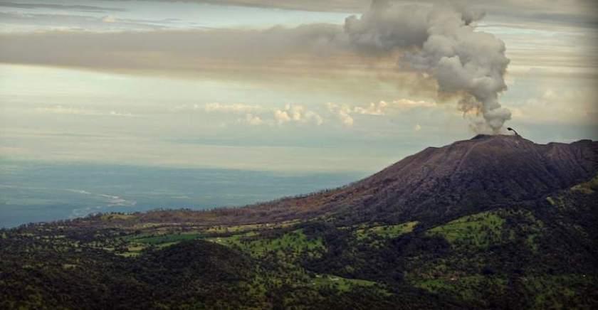 Volcán Turrialba hace erupción en Costa Rica
