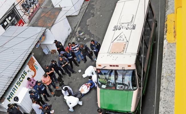 2 muertos por una balacera en un microbús en la Ciudad de México