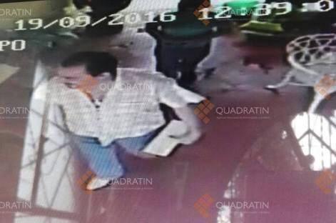 Captan a sacerdote desaparecido entrar y salir de hotel con menor