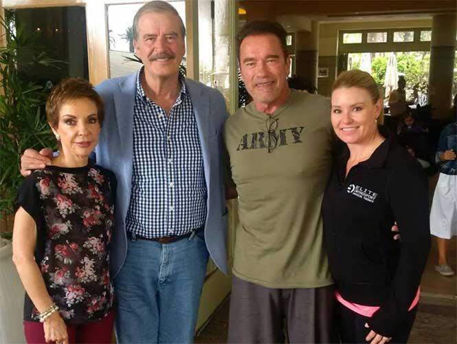 Fox en foto con Schwarzenegger, quien en 2013 revocó licencias a inmigrantes