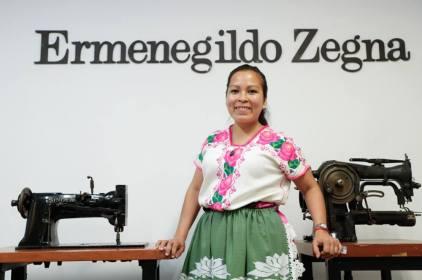 Ermenegildo Zegna enseña a mujeres indigenas alta costura