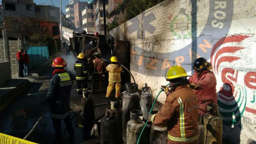 Explotan nueve cilindros de gas en el Estado de México