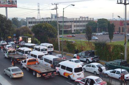 Detienen 145 unidades de trasporte público irregular en Periferico Norte