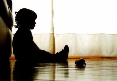Abusa de seis niños dentro del salón, maestra en un kínder