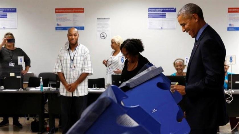 Barack Obama ya votó, y lo hizo por Hillary Clinton