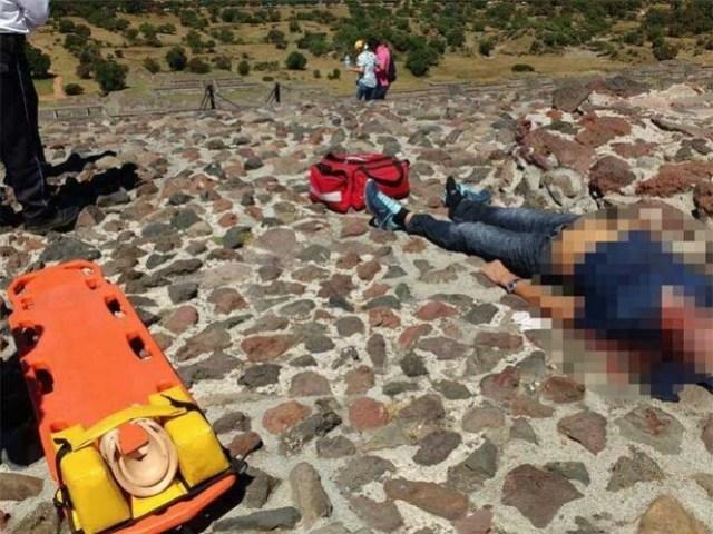 Caé turista de la piramide del Sol y muere
