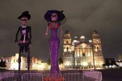 La catrina y el catrín monumental en la plaza de los mártires Toluca