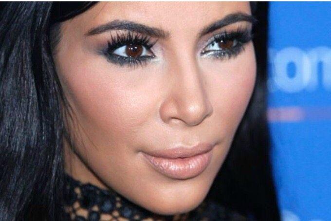 Hallan tirada en París joya robada a Kim Kardashian