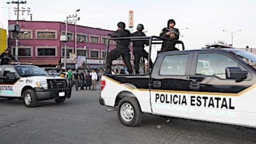 Asaltan base de la policía estatal y roban armamento en Edomex