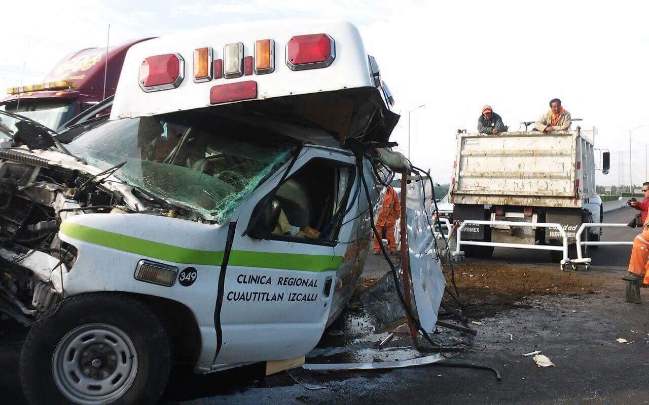 Tráiler impacta ambulancia en la Toluca-La Marquesa