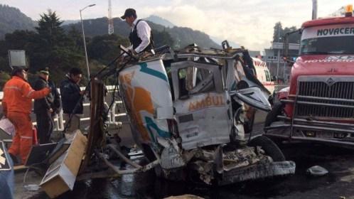 Aparatoso accidente entre trailer y ambulancia en la nueva autopista La Marquesa-Lerma