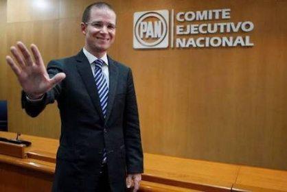 """""""No usar recursos del PAN para promoción personal"""" Anaya"""