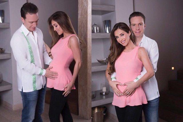 Anahí, en pleno embarazo realizando una postura de Yoga.
