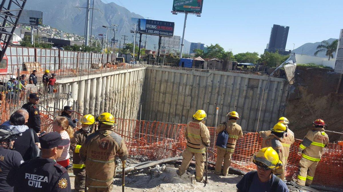 #Video Reportan una persona atrapada tras derrumbe en Monterrey