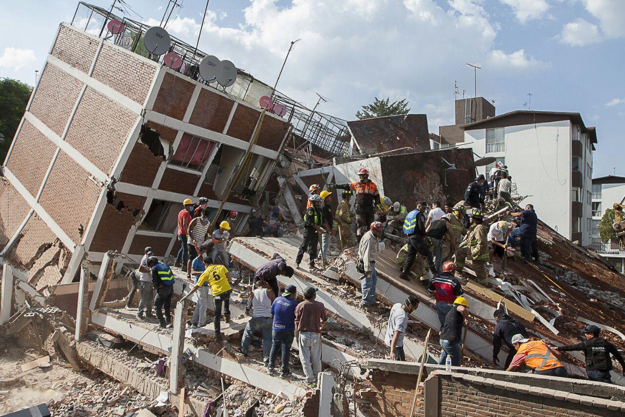 Giran seis órdenes de aprehensión por responsables de edificios colapsados