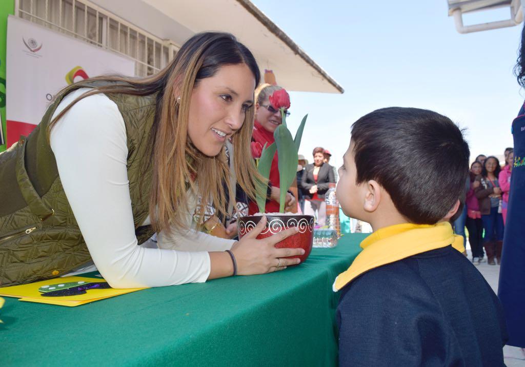 Beneficia Olga Esquivel a más de 14 mil alumnos de Zinacantepec con arcotechos para sus escuelas