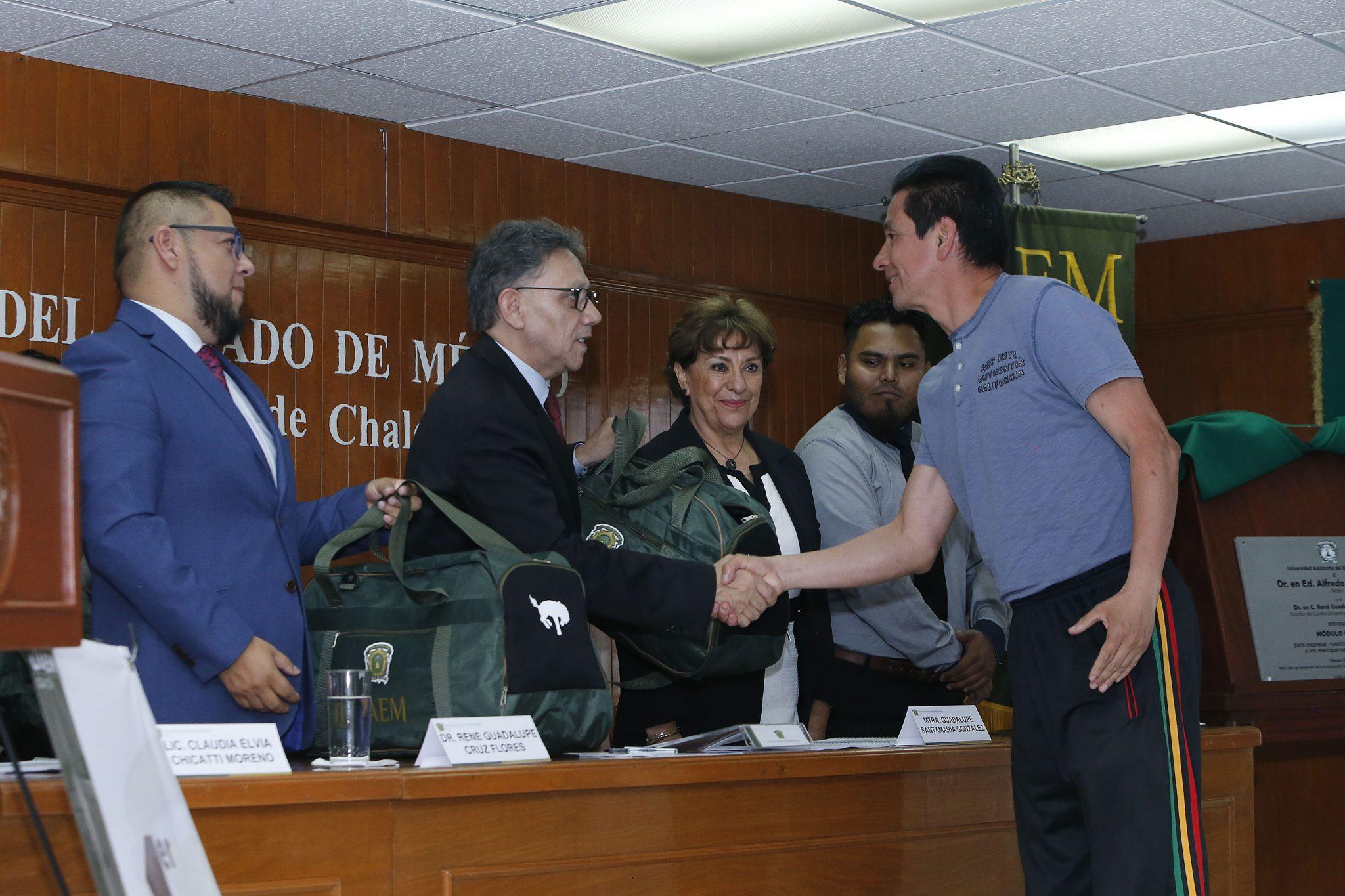 El rector asistió a la lectura del primer informe de actividades del director del Centro Universitario UAEM Valle de Chalco, René Guadalupe Cruz Flores