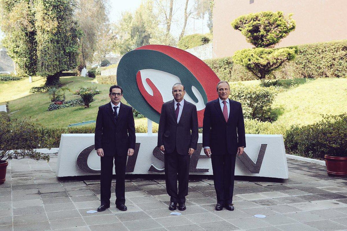 El secretario de Gobernación, Alfonso Navarrete Prida, entregó este jueves la dirección del Centro de Investigación y Seguridad Nacional (CISEN) a Alberto Bazbáz Sacal.