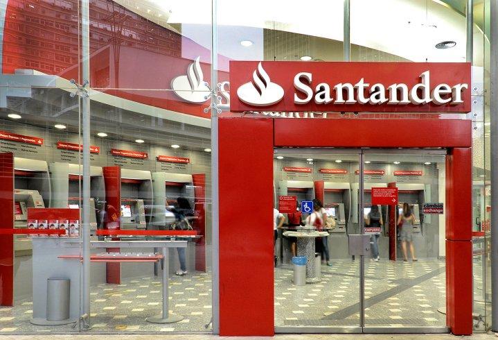 #Video Pareja tiene relaciones en sucursal bancaria del Centro Histórico de la CDMX