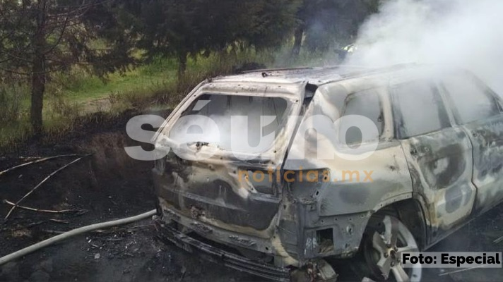 Encuentran cuerpo calcinado dentro de una camioneta en Toluca
