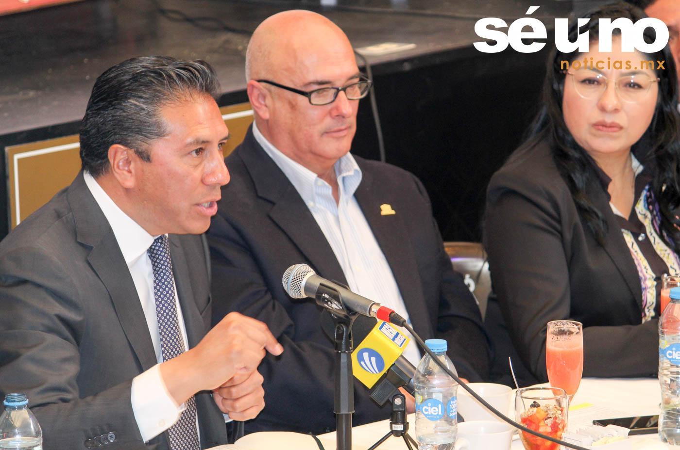 """En materia de seguridad en Toluca """"ha habido y seguirá habiendo un trabajo coordinado con los gobiernos federal y estatal"""", aseguró el alcalde Juan Rodolfo Sánchez Gómez durante una reunión con integrantes del Patronato Pro-Centro Histórico."""