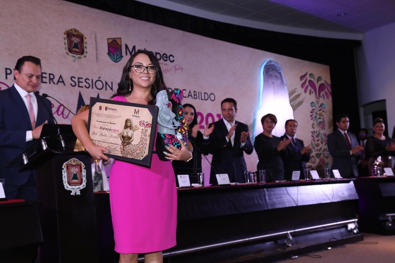 Reconoce a ciudadanos distinguidos en el marco del 171 aniversario del título Villa de Metepec