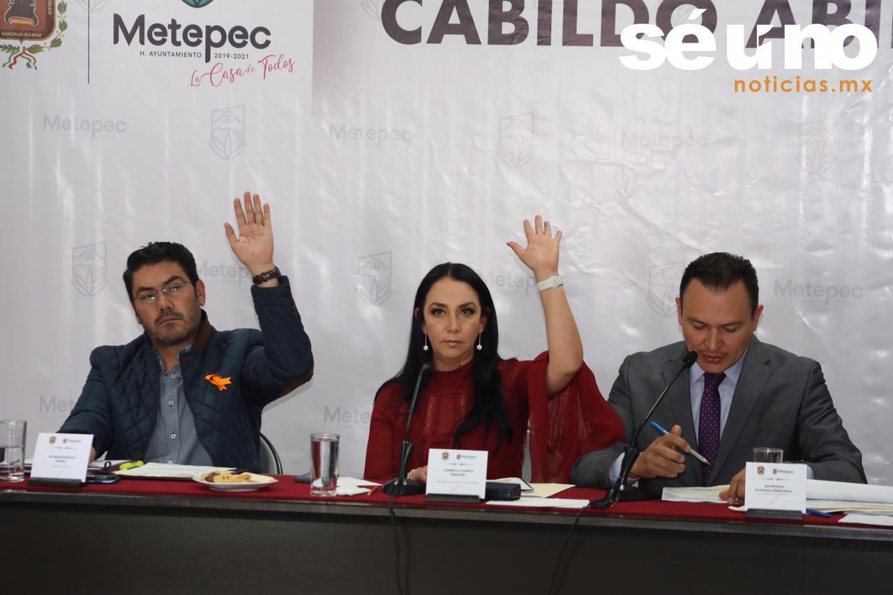 Vecinas y vecinos de Metepec participaron en la quinta sesión de Cabildo abierto, donde la alcaldesa Gaby Gamboa Sánchez, el síndico municipal y los regidores, escucharon su opinión y diversas solicitudes, las cuales comprometieron darle seguimiento puntual.