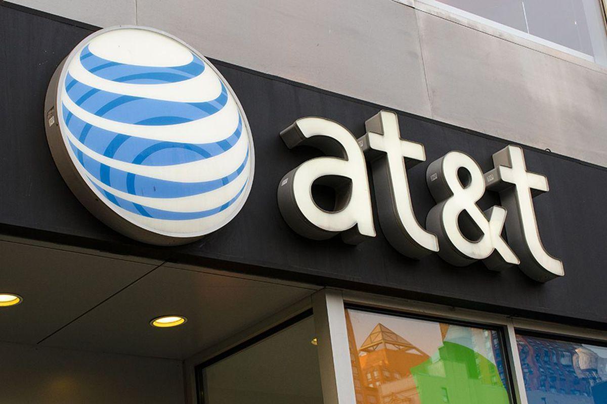 La empresa AT&T anunció que a partir del 1 de noviembre haría un cobro anual de 225 pesos a los usuarios que tengan contratado un equipo en pagos mensuales.