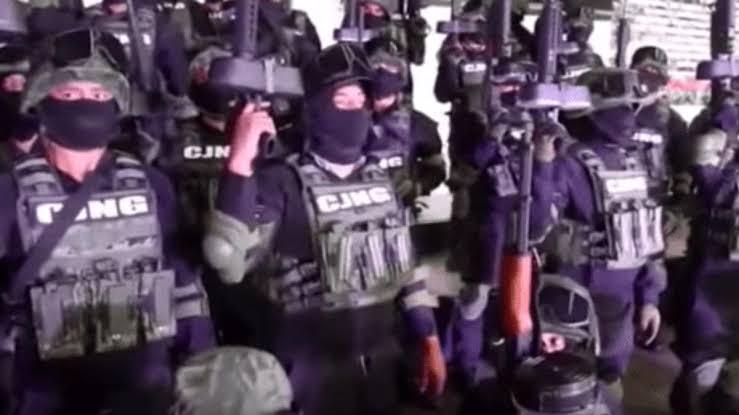 """Donald Trump, presidente de Estados Unidos (EU), informó la tarde de este viernes a través de Twitter, su red social preferida, que suspende temporalmente la categorización de cárteles de la droga mexicanos como """"grupos terroristas"""", debido a lo """"bien"""" que """"ha trabajado"""" el Gobierno de Andrés Manuel López Obrador."""