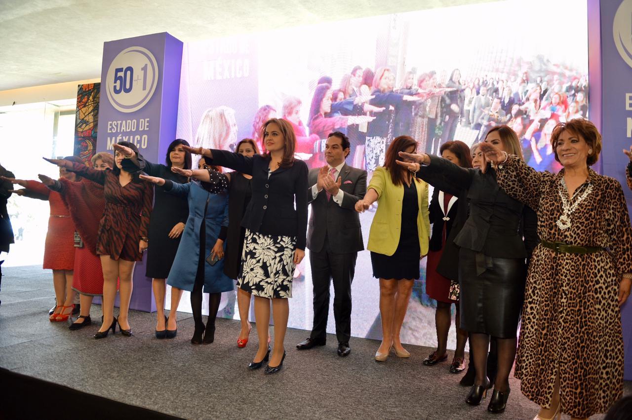 Ana Lilia Herrera rinde protesta como presidenta estatal del colectivo 50+1.