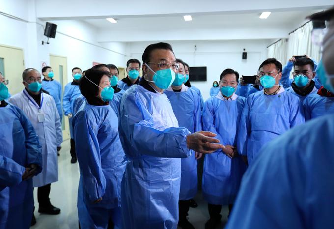 """La Organización Mundial de la Salud (OMS) cambió de """"moderado"""" a """"alto"""" el riesgo internacional del coronavirus surgido en China."""