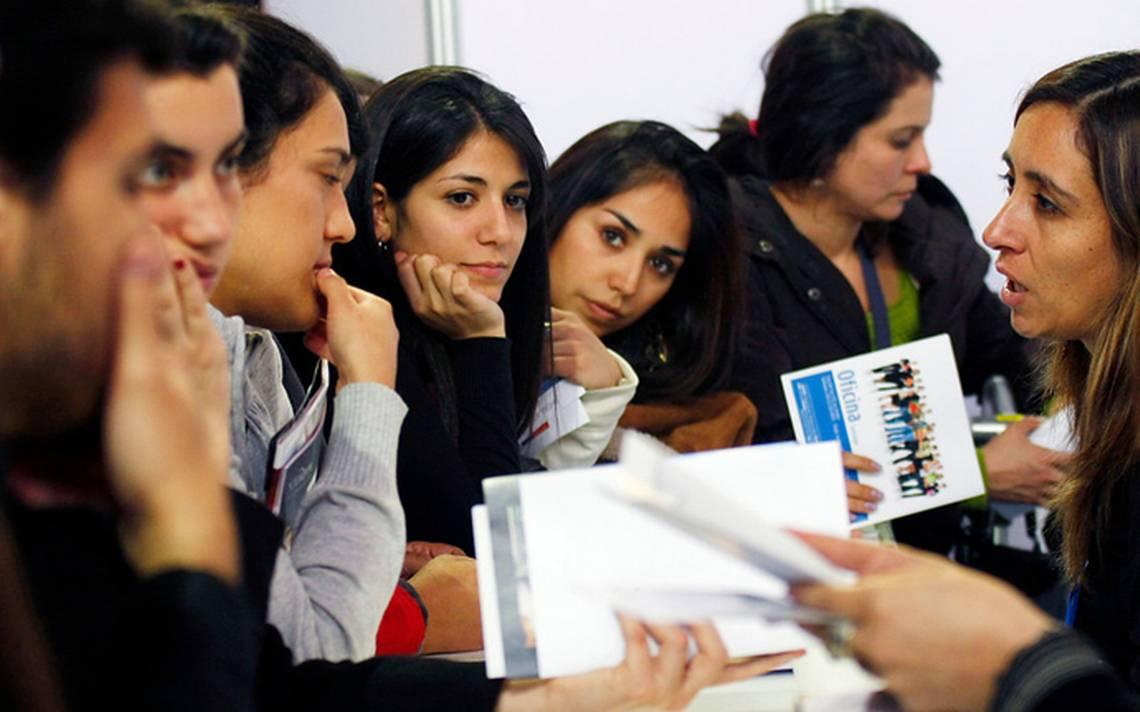 SEP ofrece becas para que jóvenes se titulen; aquí los requisitos