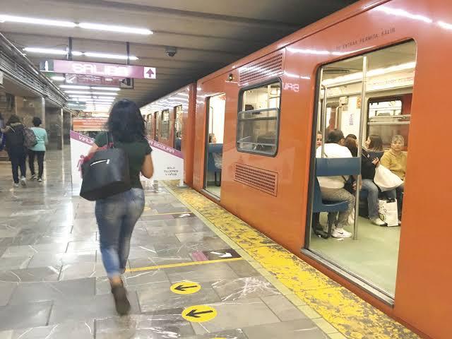 Sujeto ingresa a vagón de mujeres en el metro y amenaza con matarlas