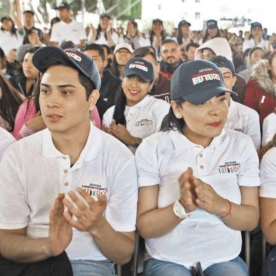 Contratan a 20 mil de 919 mil 646 becarios inscritos al programa Jóvenes Construyendo el Futuro