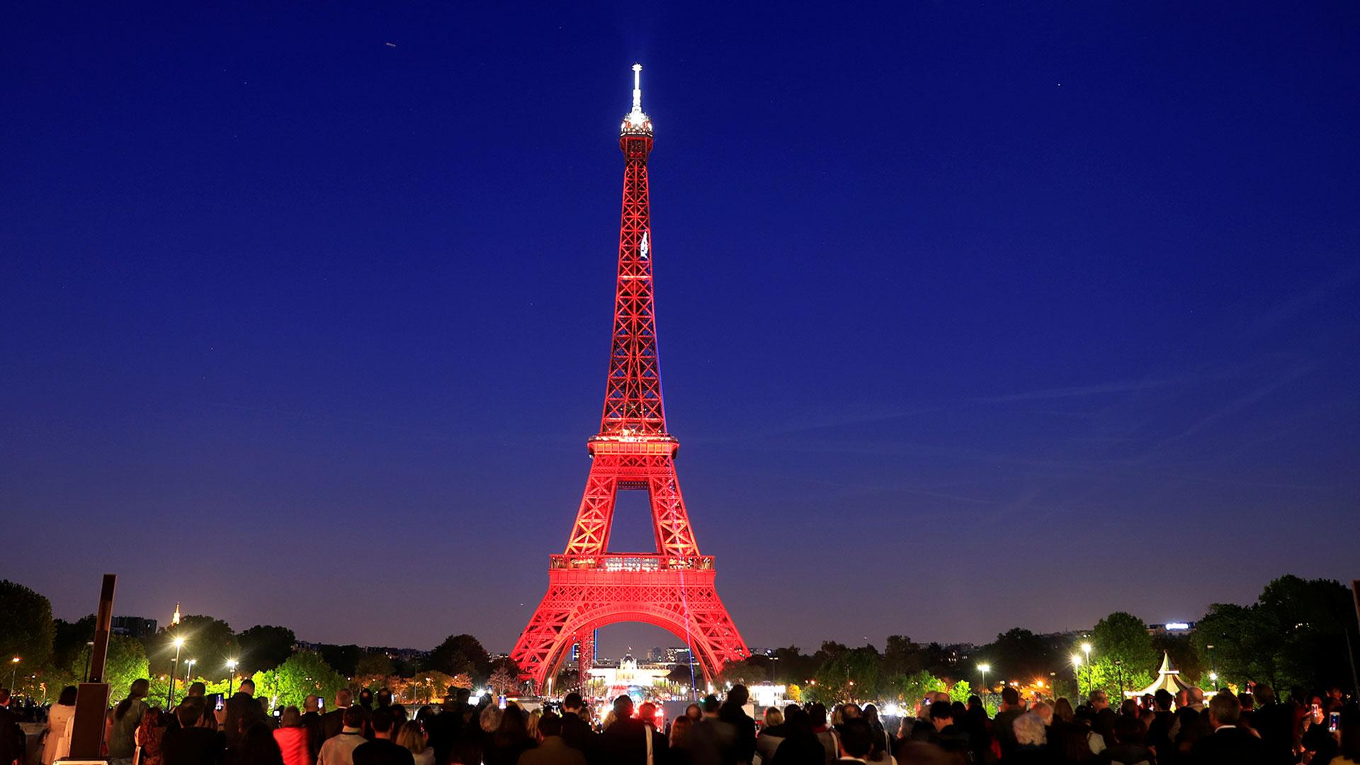 Este 14 de Febrero la Torre Eiffel proyectará mensajes de amor