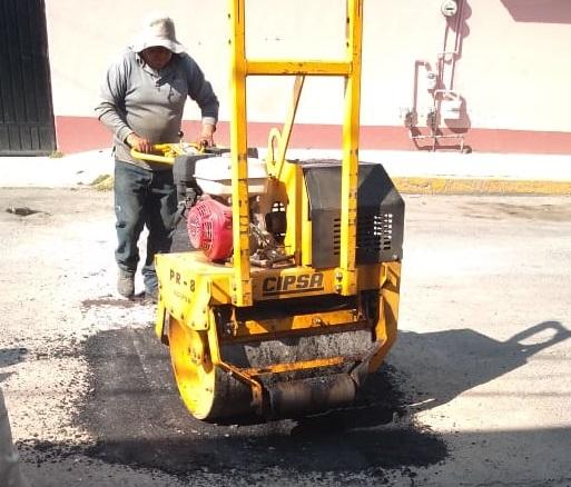 Continúa mantenimiento de calles en Toluca