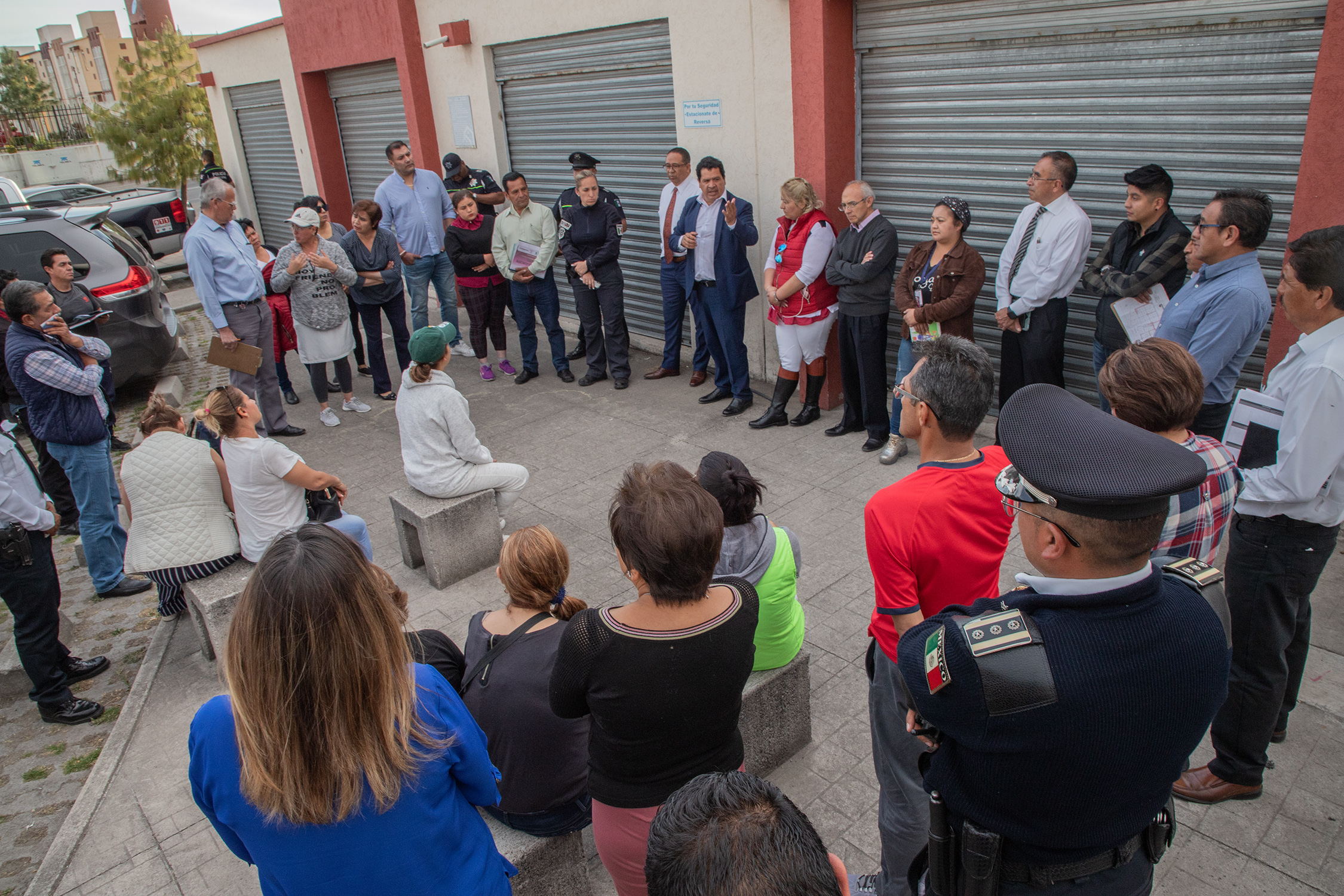 Edil de Zinacantepec se reúne con vecinos del Fraccionamiento Bosques de ICA