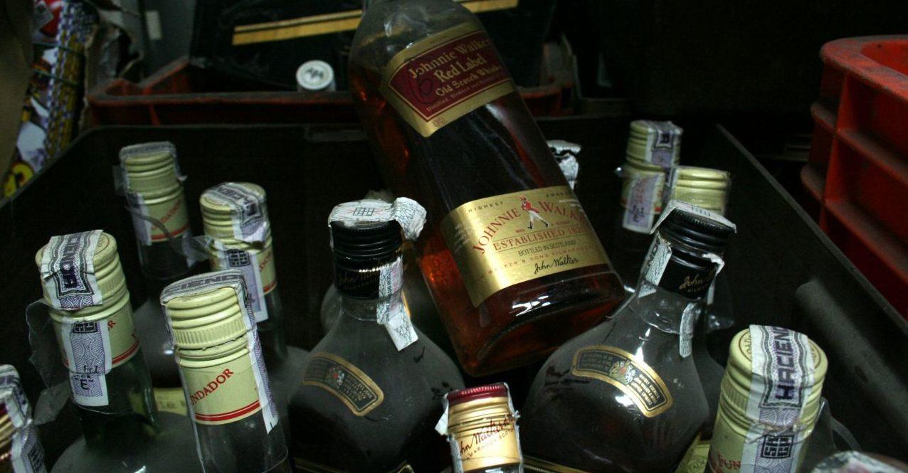 Mueren más de 120 personas mueren en cuatro estados por alcohol adulterado