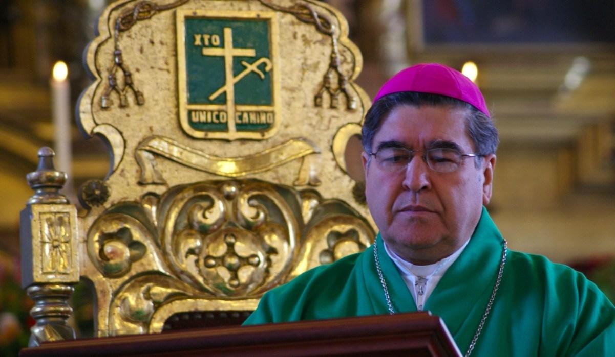 El obispo emérito de San Cristóbal de las Casas, Felipe Arizmendi Esquivel, resultó herido de bala en el cuello durante un tiroteo en una comunidad del Estado de México, aunque se encuentra fuera de peligro, confirmó este lunes el ex gobernador de Chiapas, Pablo Salazar Mendiguchía.