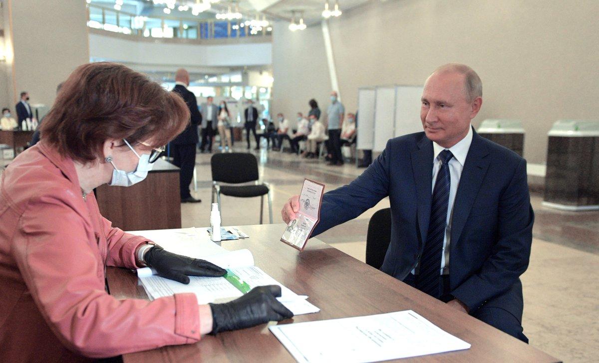 Rusia vota sobre cambios constitucionales que podrían permitir que Putin gobierne hasta 2036